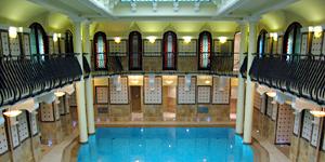 Schwimmbad des Corinthia