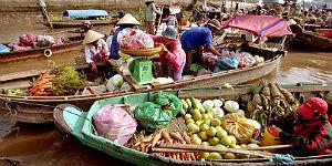 Schwimmender Markt - Händler verkaufen Obst und Gemüse © Mekong Eyes