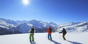 Sonnige Aussichten auf die Bergwelt oberhalb von St. Anton am Arlberg