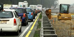 ADAC fordert breitere Fahrsteifen