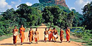 Sri Lanka steht bei Urlaubern aus aller Welt hoch im Kurs - Junge Mönche in Sigiriya