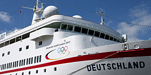 Athletinnen und Athleten kommen auf der DEUTSCHLAND zurück nach Hambur