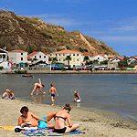 Am goldenen Sandstrand Kroatiens