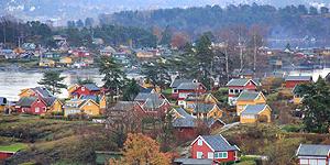 Bunte Holzhäuser entlang des Oslofjords © Brigitte Bonder