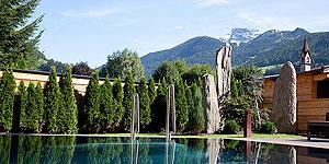 Schwimmen mit Bergblick im Outdoorpool © www.dasposthotel.at