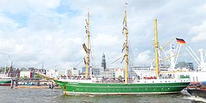 Großsegler Alexander von Humboldt II auf dem 824. Hafengeburtstag Hamburg