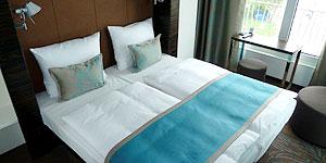 Türkis ist das Motto auch in den Zimmern des Hotels © Andrea Bonder