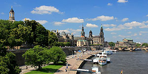 Dresdens Altstadt von der Carolabrücke betrachtet