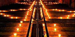Kerzenfest an den Hügelhängen der Lütticher Zitadelle