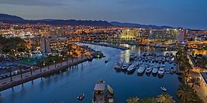 Wunderschön beleuchtet am Abend - die Marina von Eilat © goisrael.de