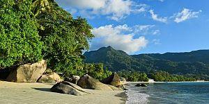 Seychellen - Strand Beau Vallon © SeyVillas