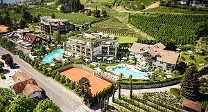 Hotel in den Weinbergen © la maiena meran resort